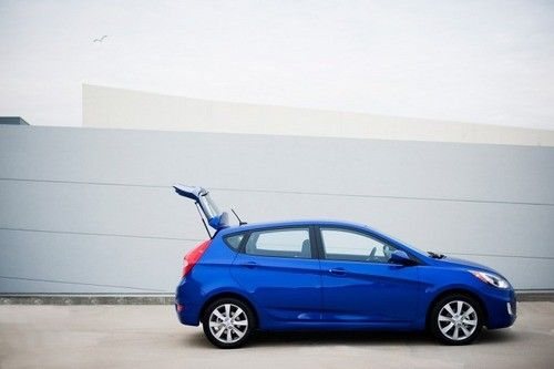 平衡性不错的小车 试2012款现代雅绅特