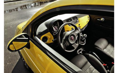 玩具的战争 菲亚特500 Sport对抗MINI Cooper
