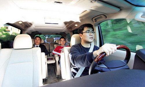 我是VIP明星 试驾丰田埃尔法3.5 V6车型