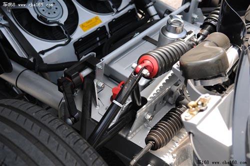 前后悬挂采用的均为f1赛车技术双叉臂悬挂,超强铝合金管状车架全部为