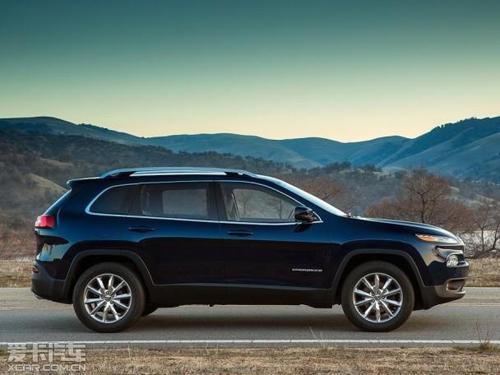 待,自由光是一款偏重城市suv的车型,设计上少了很多jeep的硬朗高清图片