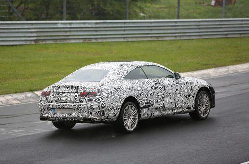 据英国汽车杂志autocar9月5日报道,奔驰S级概念轿跑将在本届法兰克福车展上登场,奔驰在其Facebook上公布了该车的设计草图。