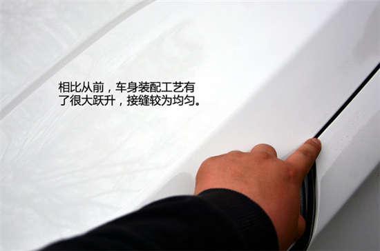 新圣达菲采用的华泰新徽标,logo从进气格栅处移至引擎盖上,高清图片