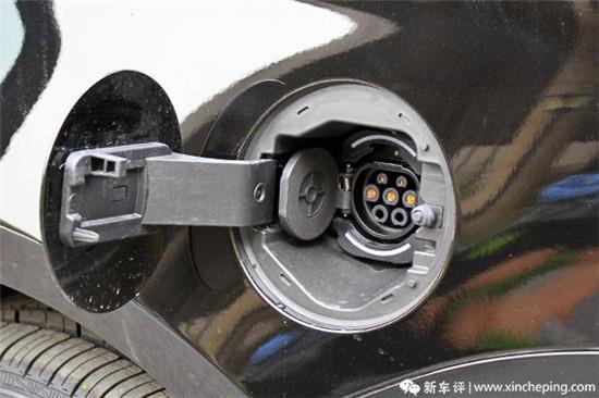 车辆理所电�_当然,既然是插电式混合动力,那么理所当然的会有电源接口,电源