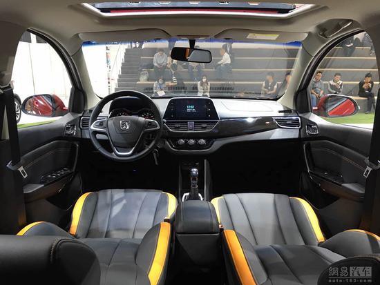 配备eps电子助力转向系统,四安全气囊,倒车影像,后视镜加热,8
