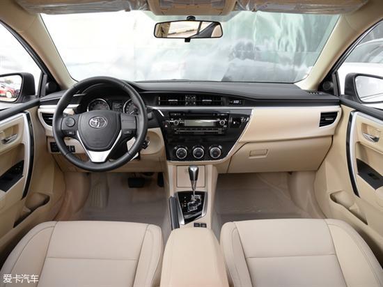 现款卡罗拉内饰 动力方面,新款卡罗拉将继续提供多款汽油以及混动版车型供消费者选择,未来还将为消费者提供插电混合动力版车型,以便丰富产品序列。 编辑点评:卡罗拉作为一台定位家用的紧凑级轿车无疑取得了巨大的成功,全球累计销售超过4000万辆就是最好的证明,改款后的新车造型将更加激进,或将赢得更多年轻消费者的青睐,未来市场表现值得期待。