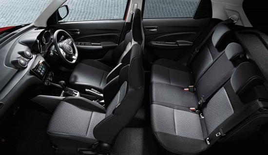 虽然老款雨燕车型拥有全轮驱动系统,不过在新一代的雨燕车型上将会继续采用前驱模式,这样带来的好处就是价格对于喜欢的人来说还是可以负担的起,同时也会在市场上有相对的竞争力。新款车型上同样也会出现搭载CVT变速箱版本车型,虽然这款变速箱并没有特殊的新技术,不过依旧会是在顶配车型上出现的配置,而在新款车型上的最顶配车型上会出现混动版本车型,相比先款车型的阵容还是有变化的。