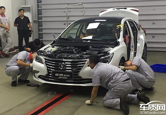 本次试验中,长安睿骋CC以50kph正面撞击壁障。长安睿骋CC以其安全技术及安全性能,最大程度降低了事故安全风险,彰显了中国自主汽车的安全力量。 随着国家积极建立具有中国技术特色和交通特征的汽车安全法规,中国汽车技术研究中心有限公司基于国际评价方法和中国市场需求,集合优秀专家团队与强大测试平台,从汽车安全严苛测试角度出发,全力打造出中国高度-汽车安全公开测试系列活动。此次公开测试系列活动旨在促进我国汽车行业安全技术发展、增进各自主品牌车企进行行业交流、为中国汽车自主研究力量提供公平、公开的展示