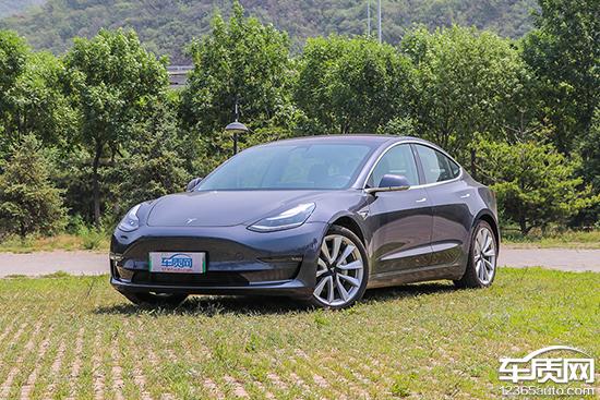 特斯拉旗下Model S车型存在大量的显示屏开裂以及屏幕漏液问题