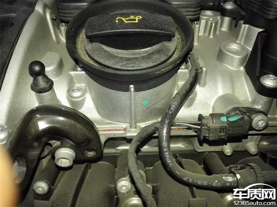 一汽大众迈腾发动机漏油高清图片
