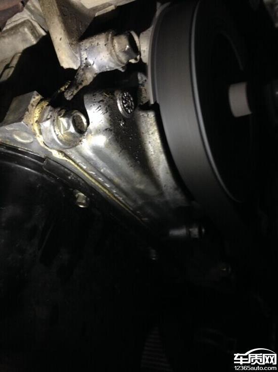 安马自达3星骋发动机侧盖渗油高清图片