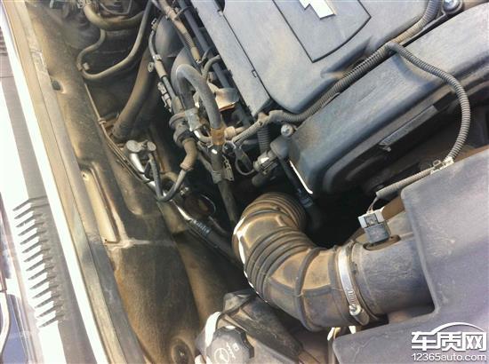 雪佛兰科鲁兹发动机漏油 车内异味严重高清图片