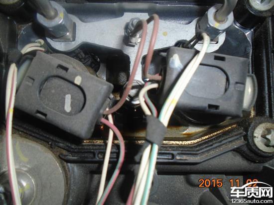 华晨宝马520Li发动机气门室盖漏油高清图片