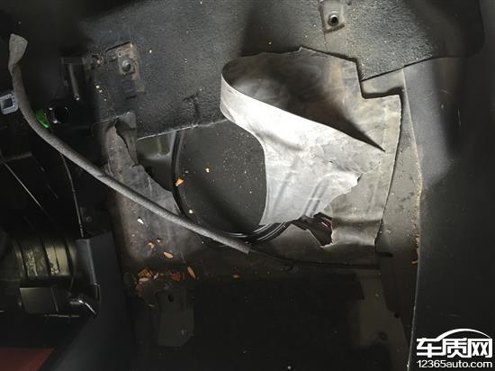 一汽大众奥迪Q5车内异味 发动机漏油高清图片