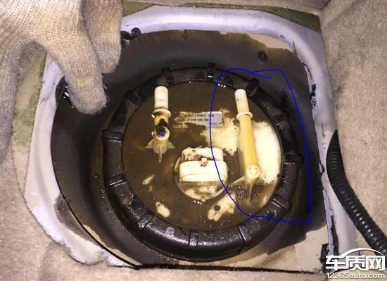 奇瑞风云2燃油泵回油管支架断裂