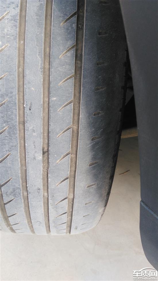 江淮瑞风S3两前轮内侧吃胎偏磨严重高清图片