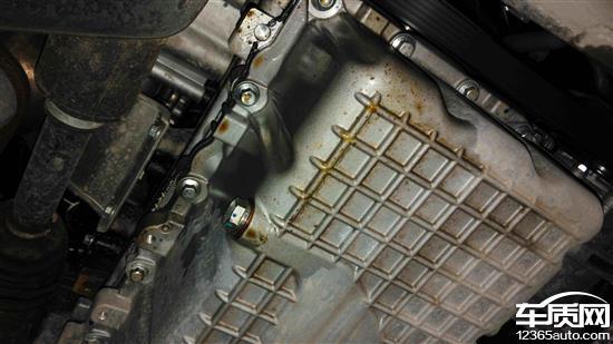 奇瑞瑞虎3发动机油底壳漏油