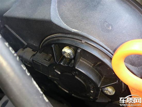 上海大众途观发动机漏油严重高清图片