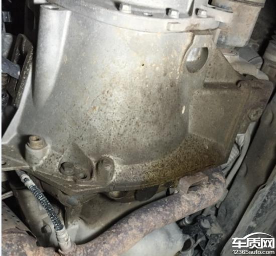 东风雪铁龙世嘉发动机下部漏油高清图片