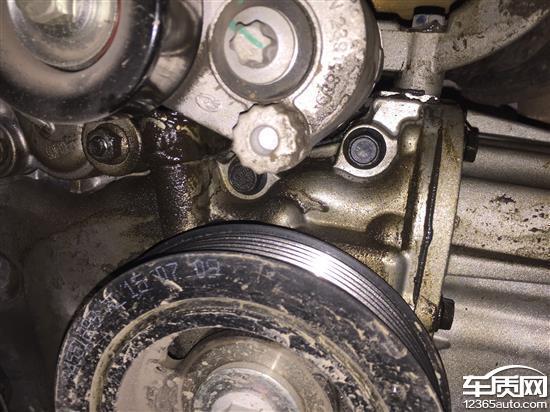 宝骏730购车三天后发动机渗油高清图片