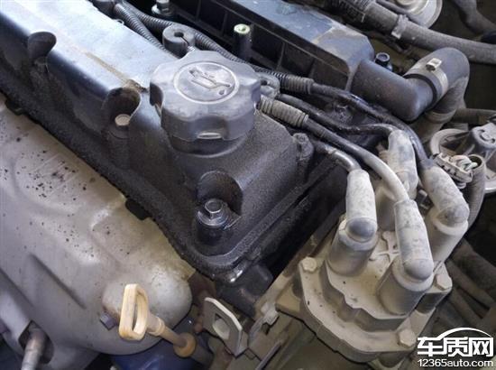 2015年车开到4万公里换火花塞时发现发动车周围全是漏油油污,现在车发动是越来越难,不知道一直这样下去对车有什么影响,希望厂家能有个解释,怎么处理这问题。