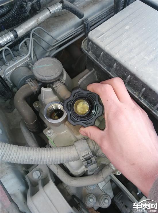中华v3发动机机油盖和机油尺乳化
