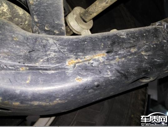 奇瑞瑞虎5底盘与车身部件生锈严重高清图片
