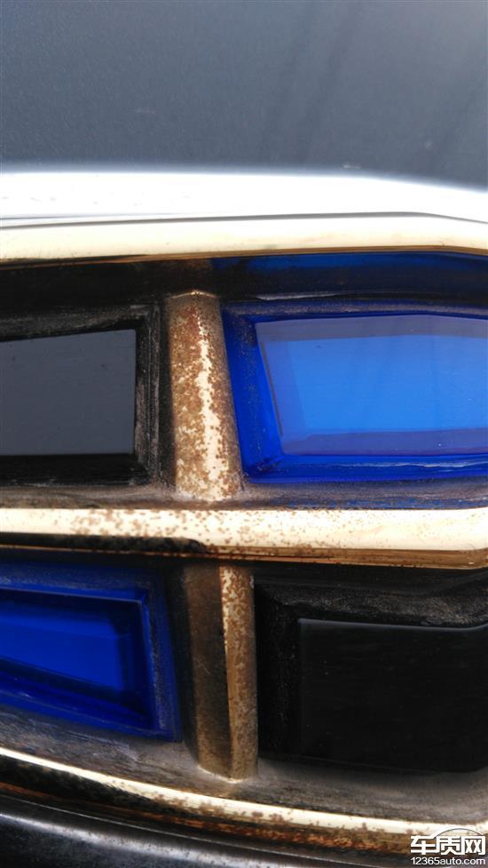 吉利帝豪汽车尾标镀铬层生锈
