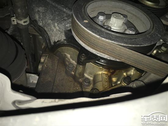 东风雪铁龙C5发动机电磁阀漏油高清图片