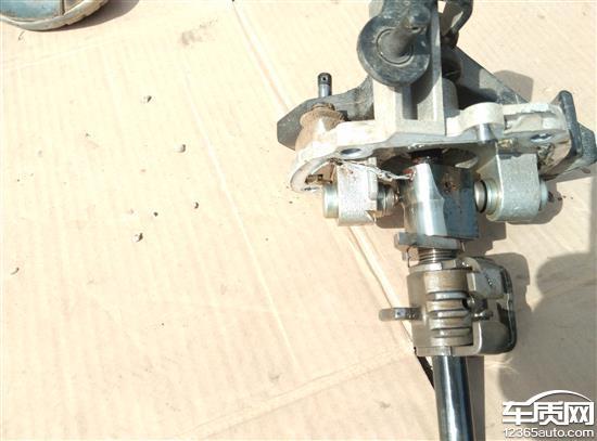 江淮瑞风S3变速箱换挡机构总成生锈高清图片