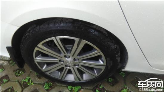 东风标致408新车轮胎出现裂纹