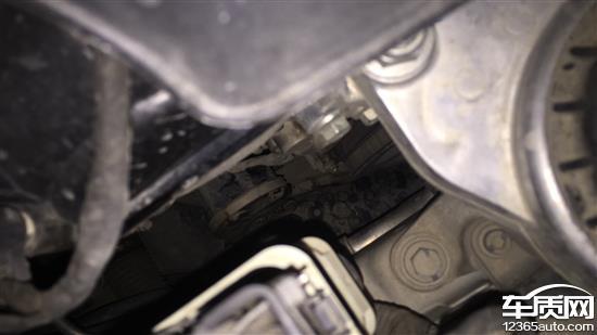 长安福特蒙迪欧发动机正时链盖处漏油高清图片