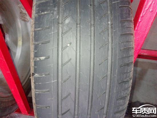 江淮瑞风S3前轮佳通轮胎严重吃胎高清图片