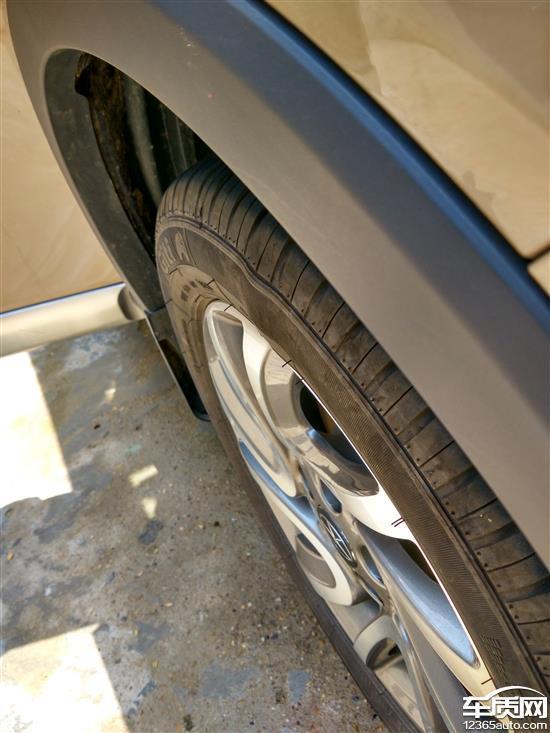 江淮瑞风S3右侧前轮佳通轮胎鼓包高清图片