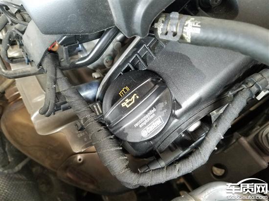上汽大众凌渡新车发动机严重漏机油图片