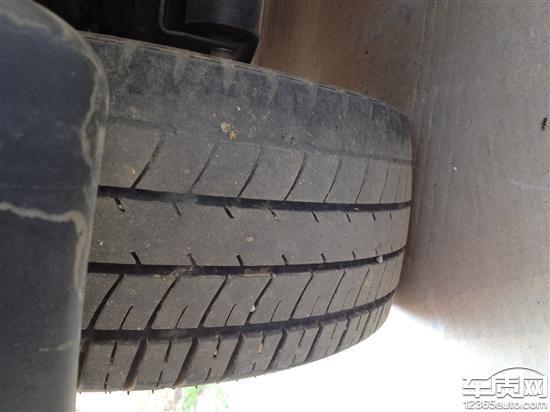 宝骏乐驰轮胎吃胎磨损 4S店不换轮胎高清图片