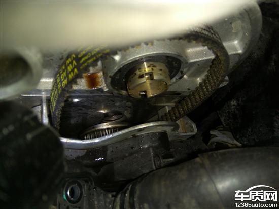 上汽大众朗逸发动机报警严重漏油漏水高清图片