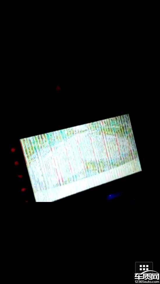 东风日产lannia蓝鸟行驶中屏幕显示倒车影像