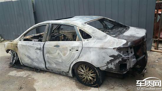 别克英朗新车发动机舱起火
