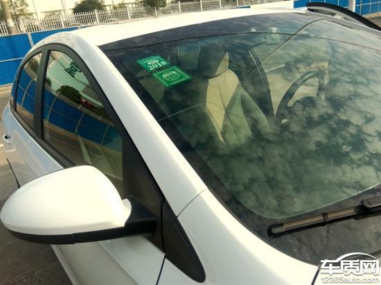 别克英朗新车前挡风玻璃自然开裂