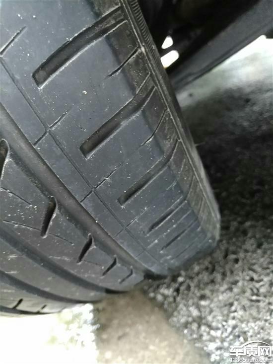 江淮瑞风S3右前轮轮胎吃胎偏磨高清图片