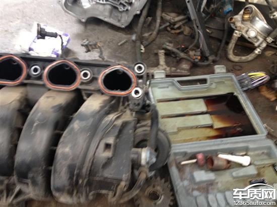 雪佛兰科鲁兹更换通风阀后发动机爆缸高清图片