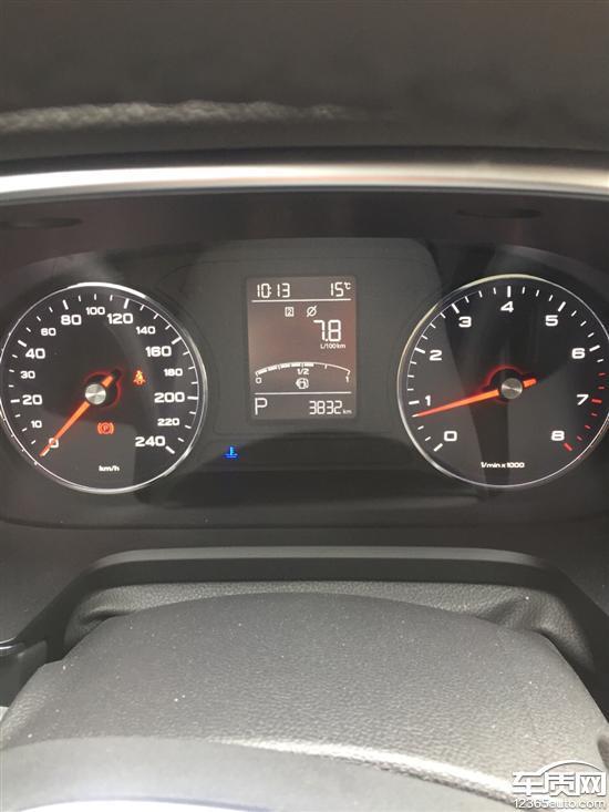 上汽荣威RX5发动机故障灯亮且异响高清图片