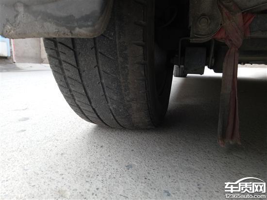 宝骏乐驰更换减震器后方向盘跑偏 轮胎偏磨高清图片