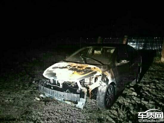 郑州海马M3行驶2分钟后车辆自燃高清图片