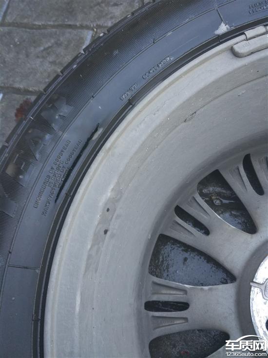别克英朗发动机故障灯亮 固特异轮胎开裂高清图片