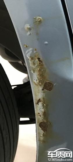 奇瑞风云2车身生锈严重 希望厂家给予处理高清图片