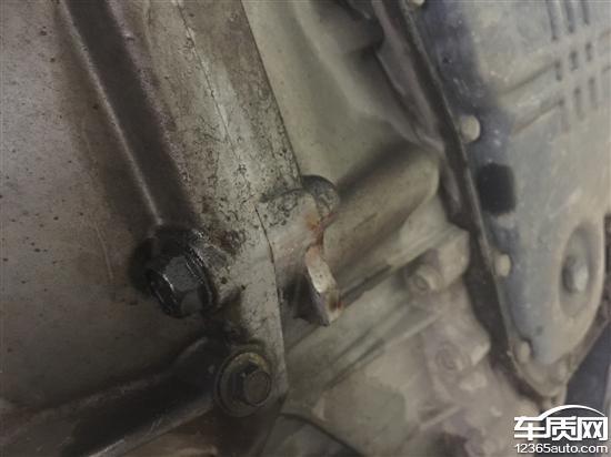 0公里左右发现右半轴油封漏油,更换,32000公里左右时速超100公里高清图片