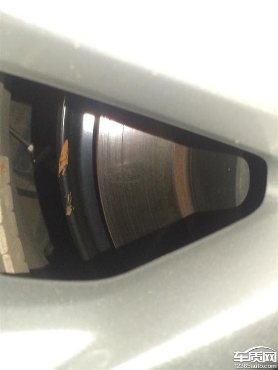 广汽丰田凯美瑞左后轮刹车盘异常磨损高清图片