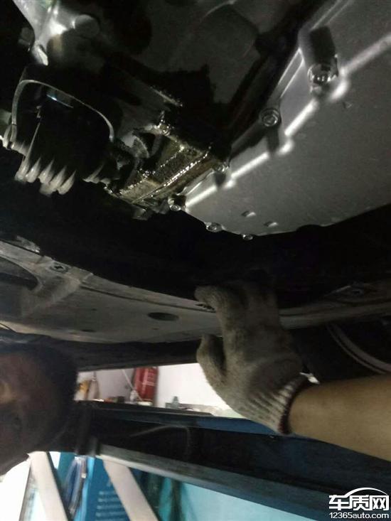 东风本田思域发动机漏油 要求尽快处理